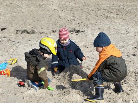 Kinder Strand 1